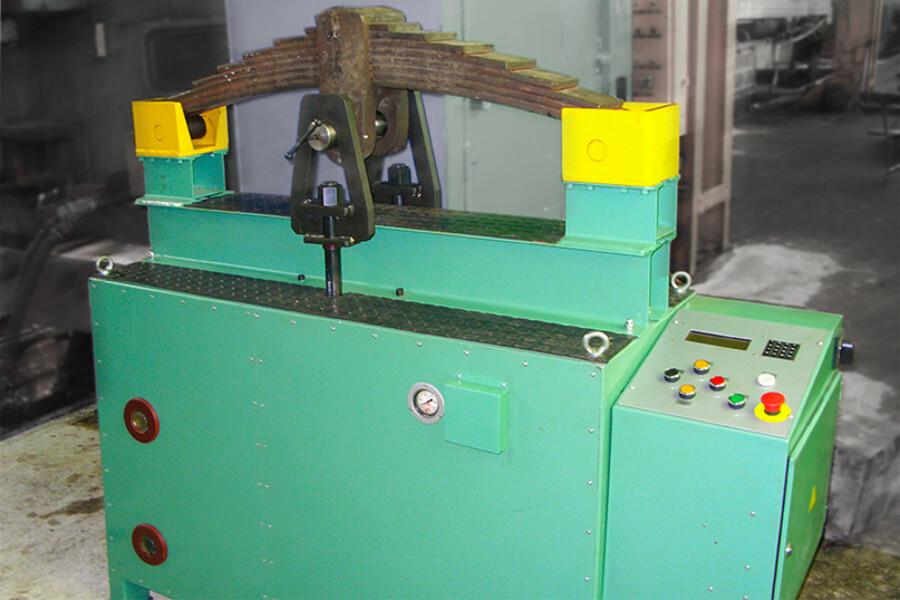Машина для испытания листовых пружин (рессор) локомотивов
